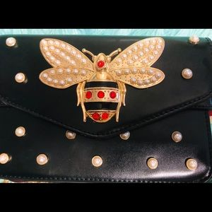 🐝🐝Gorgeous Bee and Pearl embellished handbag✨✨